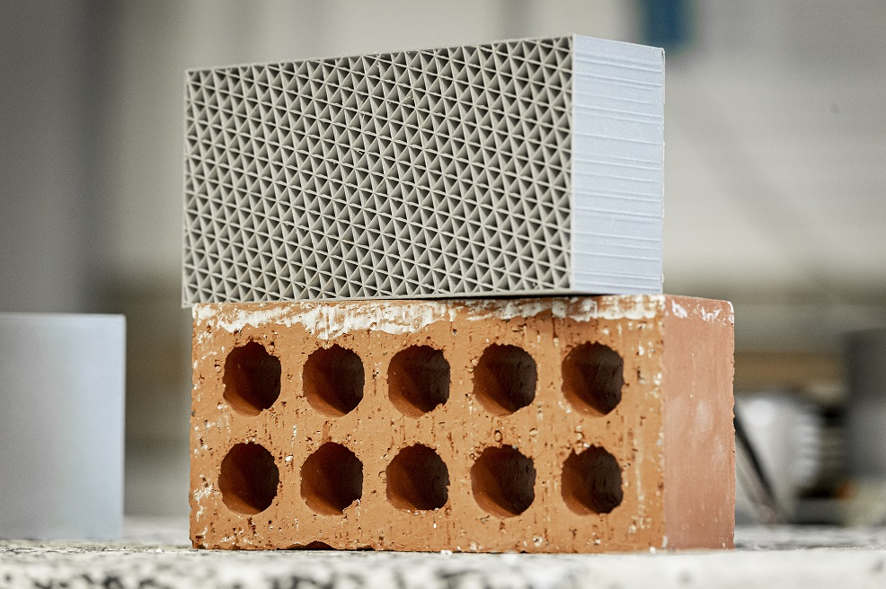 Bricks printed from recycled plastic smash clay for U-values